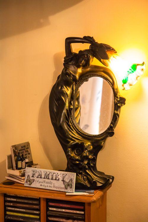 … und hier passt sogar eine solche Lampe perfekt ins Ambiente.