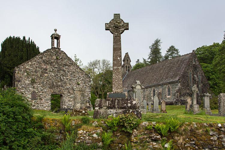 Nur ein paar Häuser und diese Kirche: Balquhidder