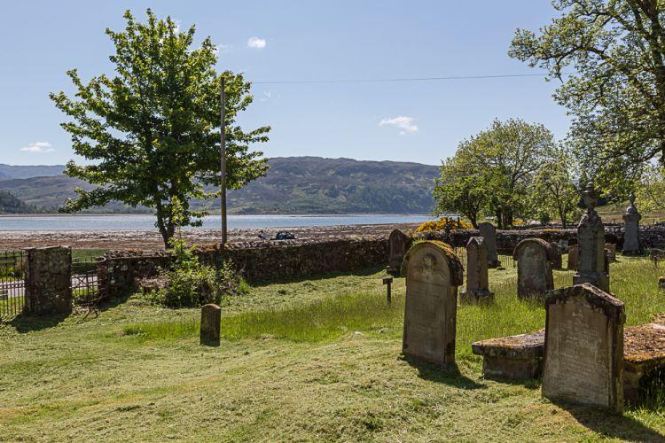 Idyllisch liegen hier auch die Friedhöfe - inklusive Lochblick