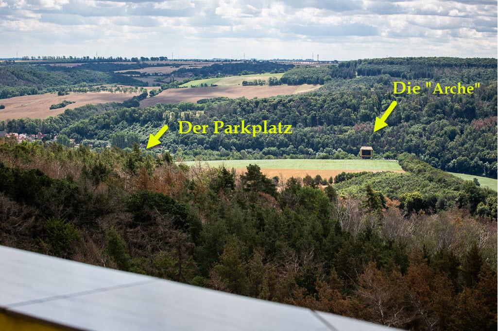 Blick vom Aussichtsturm auf dem Mittelberg zurück zur Arche Nebra